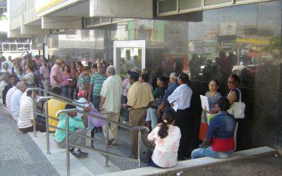 Homem que passou mais de duas horas em fila de banco será indenizado
