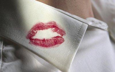 Homem deve indenizar ex-esposa por traição conjugal